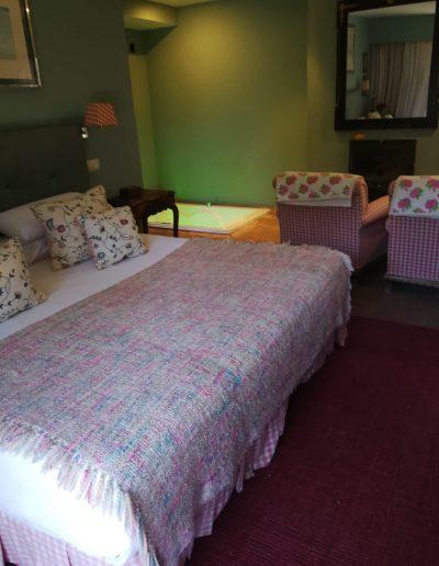 Suite Peonia Hoteles con jacuzzi cuenca Hotel Boutique Pinar